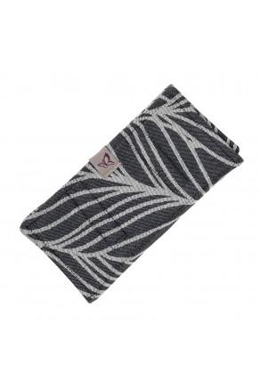 Fidella Dancing Leaves black & white - pad / ochraniacz do nosidełełka z chusty